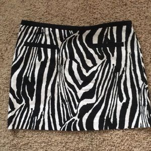 H & M zebra black white miniskirt w/ pockets! 8